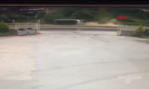 Kaza Yapan Otobüs Böyle Sürüklendi