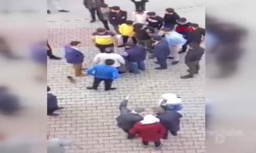 Çocuğa Taciz Şüphelisini Dövüp Polise Teslim Ettiler