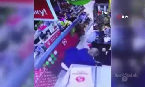 Markette Kasiyer Kadını Defalarca Bıçaklayarak Öldürdü