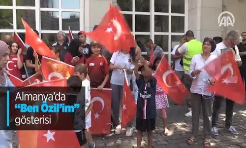 Almanya'da Ben Özil'im Gösterisi