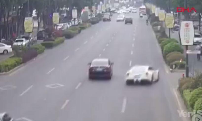Ödünç Aldığı Ferrari İle Kaza Yaptı