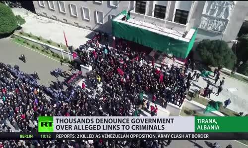 Arnavutluk Yanıyor: Binlerce kişi Tiran'da suçla bağlantısı olduğu iddiasına karşı protesto edildi