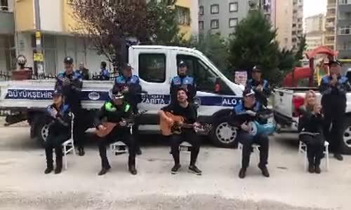 Adana'da Zabıtalar Eşiliğinde Halkımıza Motive Amaçlı Konser