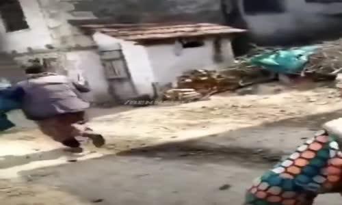 Köye Jandarmalar Geldi Diyerek Teyzeleri Korkutmak