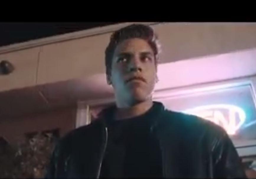 Schwarzenegger'in Oğlu Babasının Terminatör Filmindeki Sahneyi Yeniden Çekti