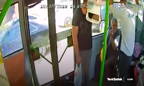 Seyir Halindeki Otobüse Taşlı Sopalı Saldırı