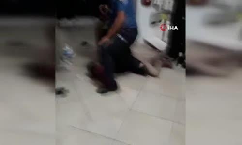 Karısını boğazından bıçaklayan adamı vatandaşlar engelledi