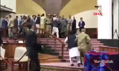 Afganistan Meclisi'nde Bıçaklı Kavga