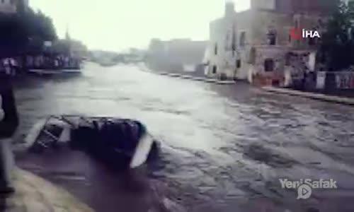 Sel Sularının Kamyonu Yuttuğu Anlar Kamerada