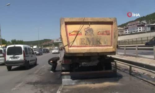 Tekeri patlayan hafriyat kamyonunun dorsesi alev alev yandı
