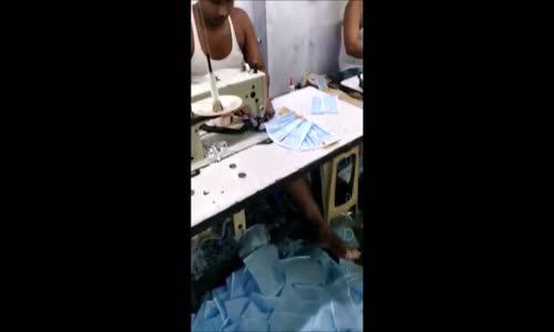 Hindistan'da Hijyenik Ortamda Maske Üretimi