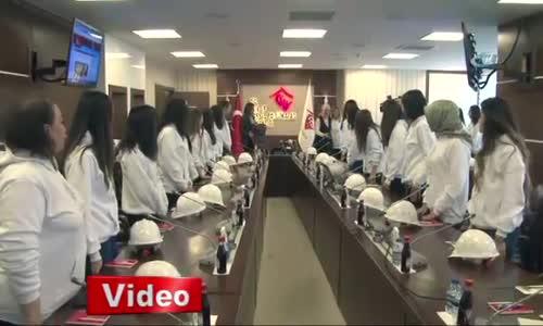 Bakan Kaya Türk Mühendis Kızlarla Bir Araya Geldi