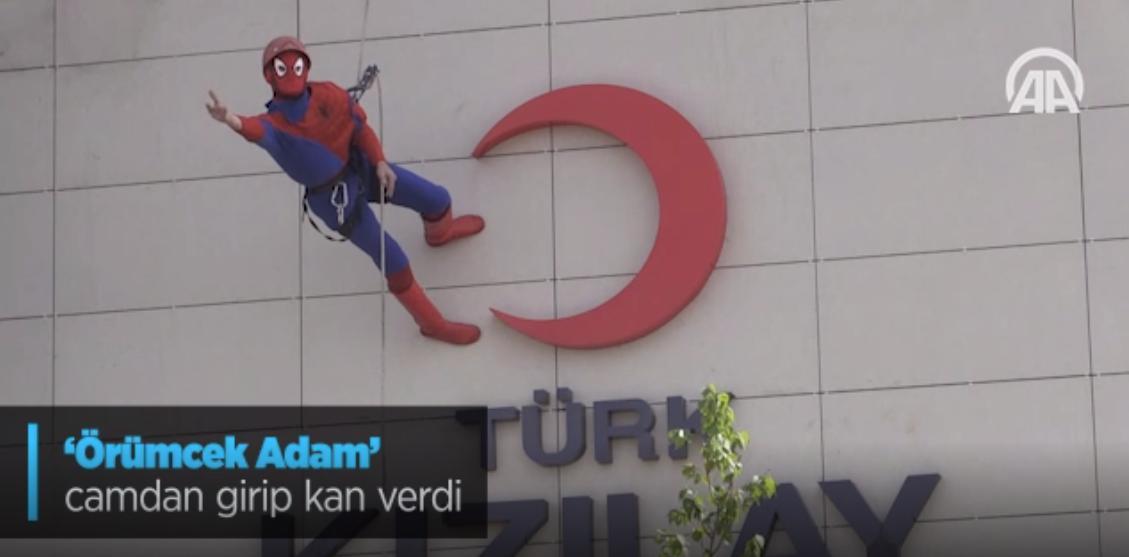 'Örümcek Adam' Camdan Girip Kan Verdi
