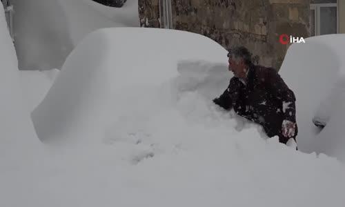 Muş'ta Bir Köy Güne Metrelerce Kar Sürpriziyle Uyandı