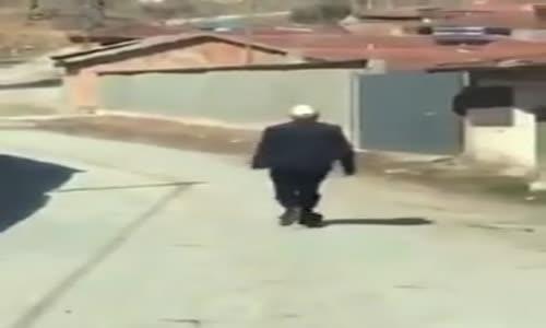 Polis Aracını Görünce Kaçan Yaşlı Adam