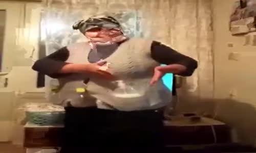 Corona Virüs Dansıyla Coşan Roman Abla