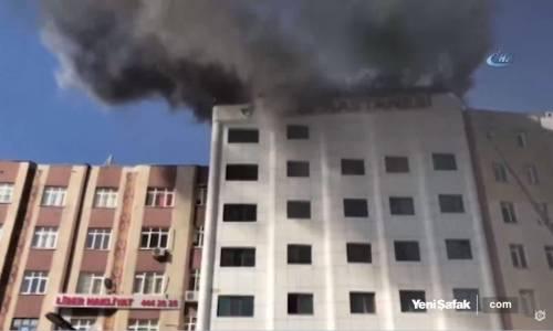 Sultanbeyli'de Özel Bir Hastanenin Çatısında Yangın Çıktı