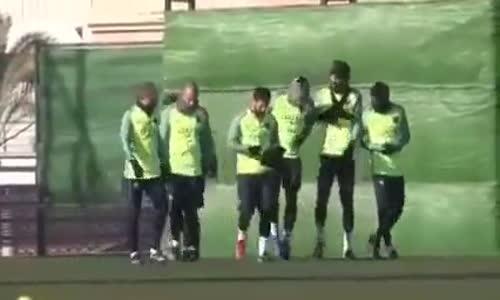 Neymar ve Suarez'den Pique'ye Eşek Şakası