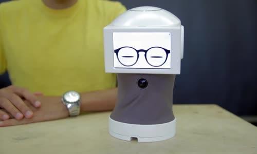 Tamamen GIF'lerle Konuşan Sevimli Robot İcat Eden Mucit