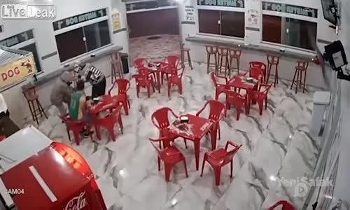 Soygun İçin Geldikleri Kafede Bir Kamyon Dayak Yediler