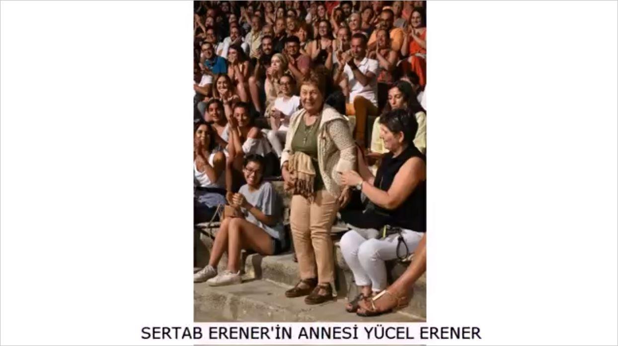 Sertab Erener'in Annesini Görenler O Ayrıntıyı Dikkatlerinden Kaçırmadı