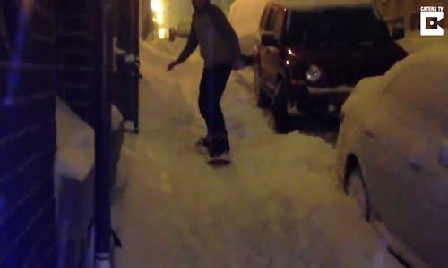Sokakta Snowboard Yapan Çocuğa Sürpriz