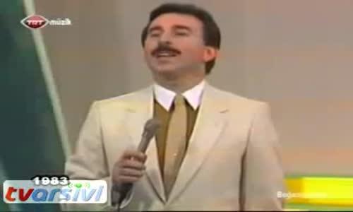 İbrahim Tatlıses - Karanfil Deste Gider (Trt1 1983 Nostalji)