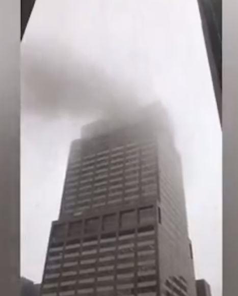 Manhattan'da Binanın Üzerine Helikopter Düştü