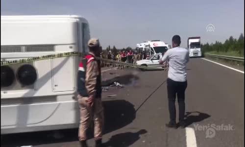 1 Mayıs Kutlamalarına Giden Minibüs Tır'la Çarpıştı : 5 Ölü , 14 Yaralı