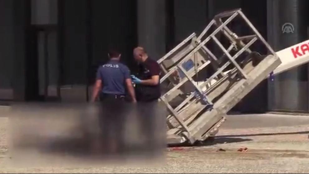Otel Camını Silerken Vinç Devrildi- 2 İşçi Öldü