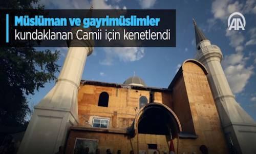 Müslüman Ve Gayrimüslimler Kundaklanan Camii İçin Kenetlendi