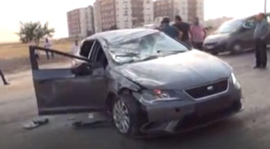 Kınaya Gidenlerin Bulunduğu Otomobile Kamyonet Çarptı-4 Yaralı