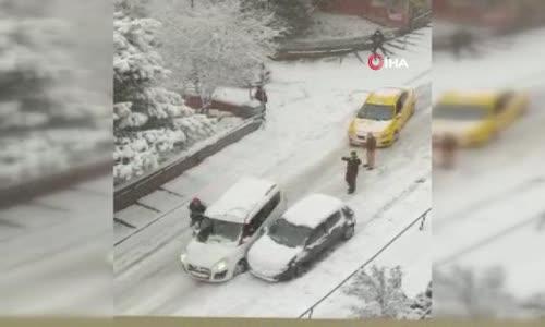 Buzlanmış yolda kayan lüks otomobil sokağı savaş alanına çevirdi - Kazada 2 kişi yaralandı