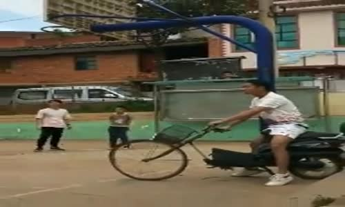 Basketbol Oynarken Bisiklet Pert Etmek