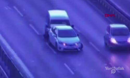 Araçların Arkasında Olan Kadınlara Böyle Çarptı
