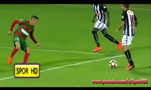 Futbolda Dünyanın En Manyak Akrobatik golleri - Eren derdiyok , Emenike ,Moussa Sow