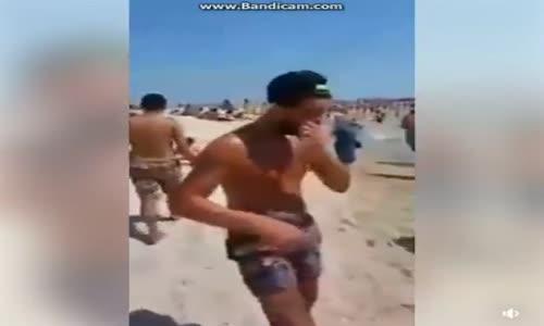 Şok Şok Denizde Suriyeliler Türk Kadınına Taciz Ediyor İşte O görüntüler