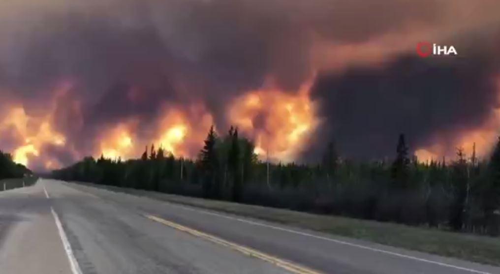 Kanada'da Çıkan Orman Yangını Hızla Büyüyor