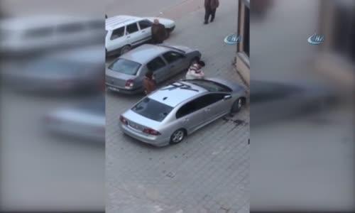 Kocasına Kızan Kadın, Arabayı Böyle Parçaladı