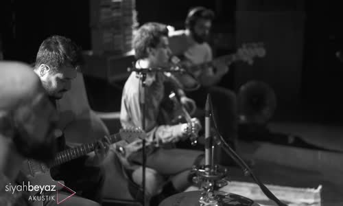 Berkant Ali - Mutlu Günler (SiyahBeyaz Akustik)
