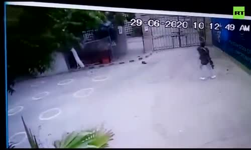 CCTV, Pakistan borsa saldırı anı yakalandı