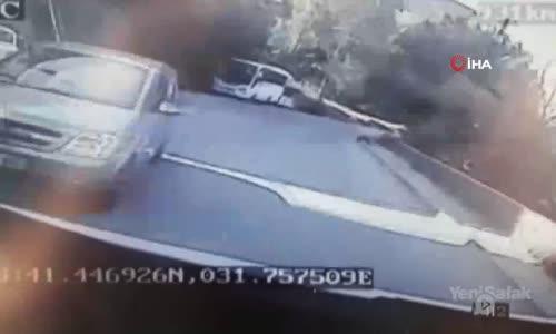 Otomobil İle Yolcu Midibüsü Çarpıştı - 3 Yaralı