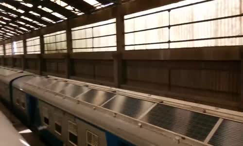 Hindistan'ın İlk Güneş Enerjili Treni Sefere Hazır