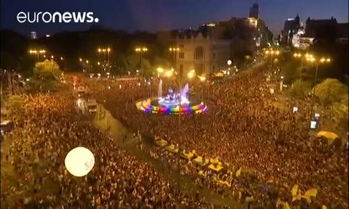 İspanya'da Renkli Dev Onur Yürüyüşü