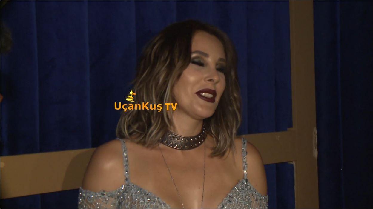 Funda Arar'ın Kıyafetleri Konsere Damgasını Vurdu