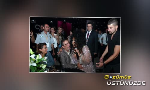 Bülent Ersoy Cem Özer'in Kucağına Oturup Şarkı Söyledi